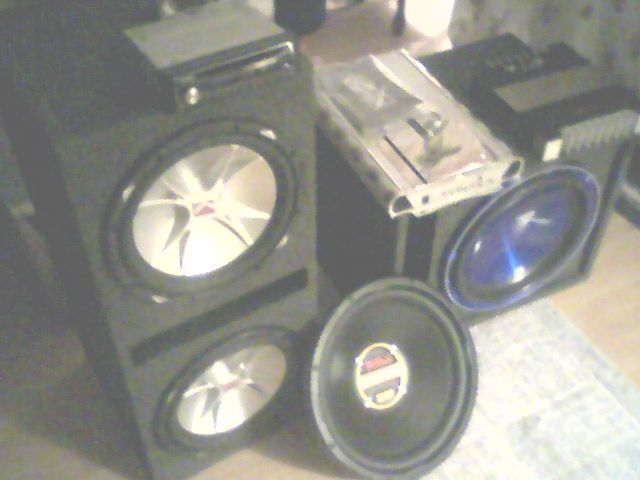 I Have 2 Amps 1 600 Watt American Pro Amp 2000 Lanzar Vibe With Warantee Also 4 Subwoofers 12 Inch Kicker Cvrs Ported Box