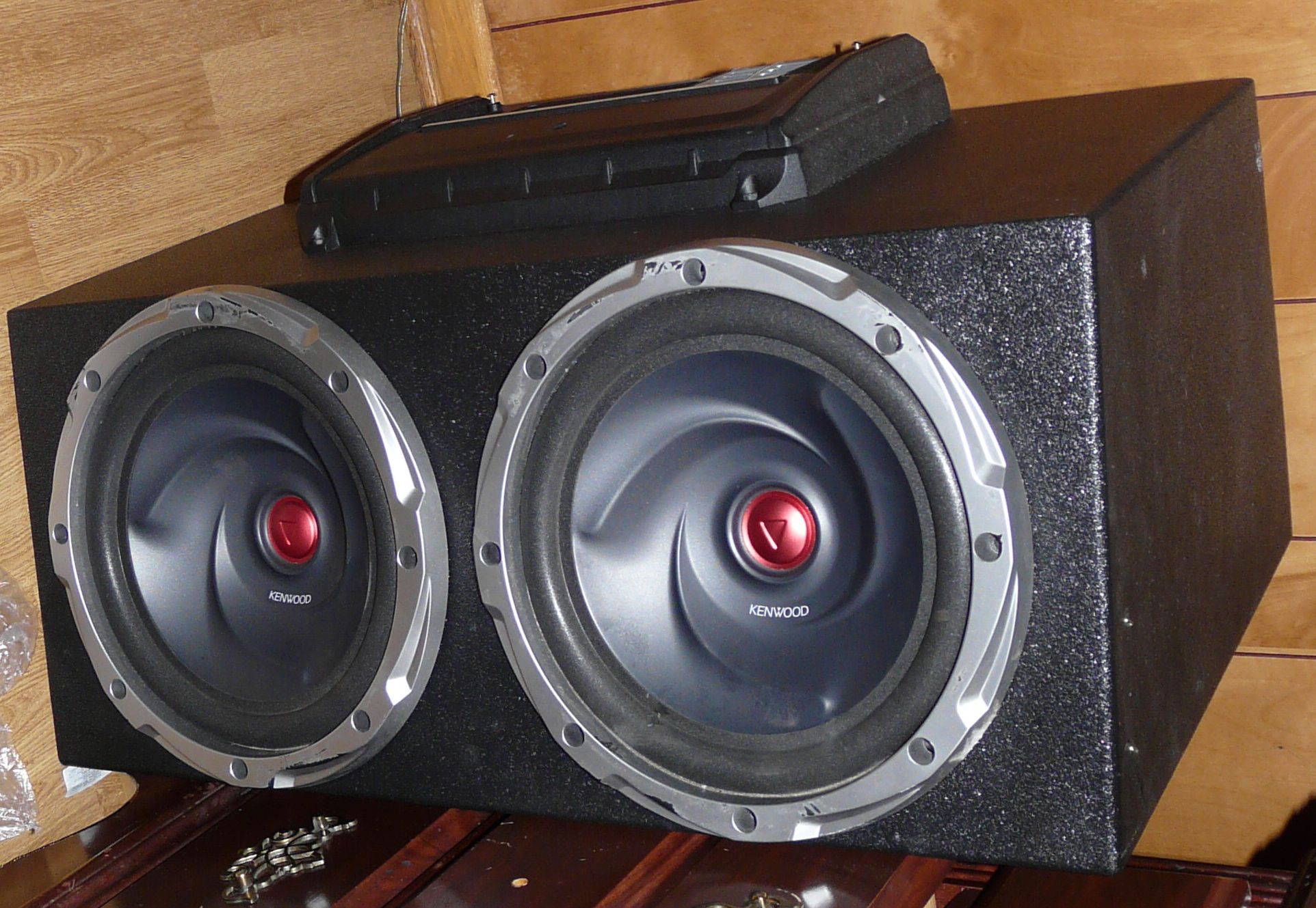 Kenwood Subwoofer Amp Combo Includes Good Sealed Box Pefect For The